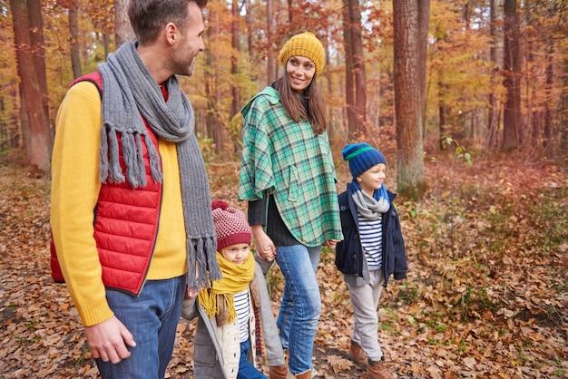 Wyjątkowy Dzień Dla Szczęśliwej Rodziny Darmowe Zdjęcia