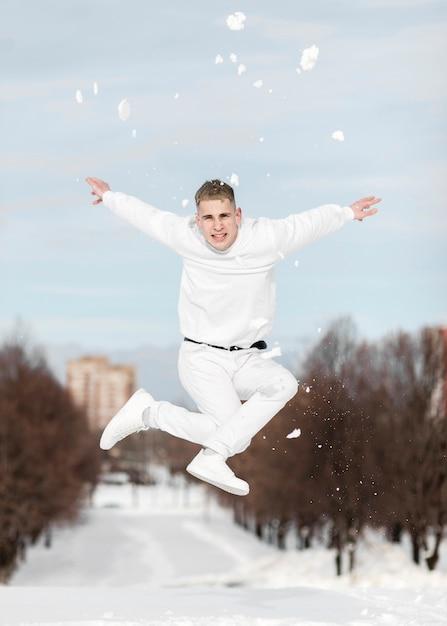 Wykonawców Hip-hopu, Taniec Na Zewnątrz Ze śniegu Darmowe Zdjęcia