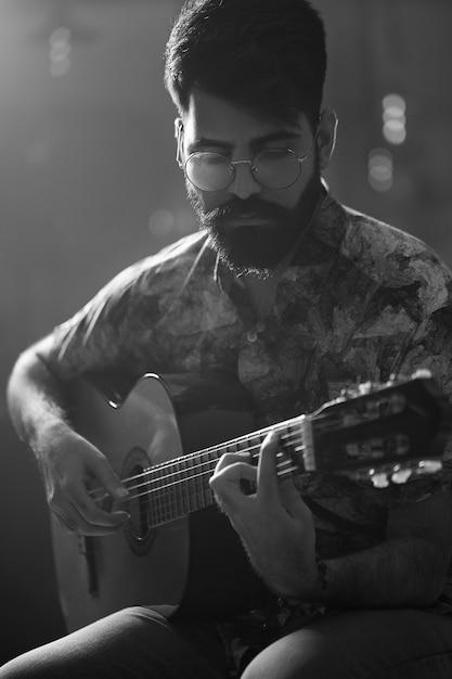 Wykonujący Gitarzysta Darmowe Zdjęcia