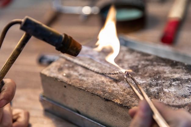 Wykonywanie Biżuterii Na Dużym Ogniu Darmowe Zdjęcia