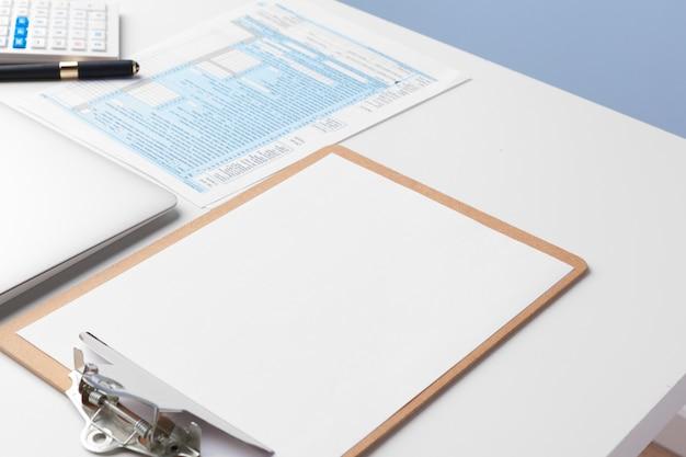 Wykres Dokumentów Biznesowych Finansowych Do Sukcesu W Pracy, Analiza Planów Dokumentów Premium Zdjęcia