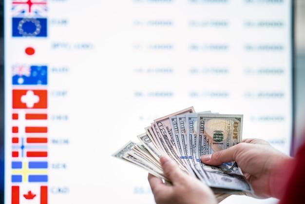 Wymieniać Pieniądze Premium Zdjęcia
