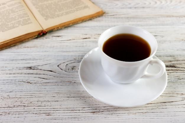 Wypij książkę do czytania Premium Zdjęcia
