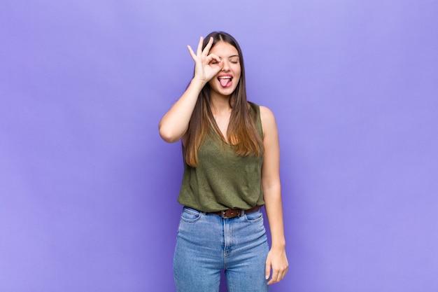Wyrazista Piękna Młoda Kobieta Premium Zdjęcia