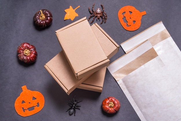 Wyściełane Koperty I Pudełka Kartonowe Używane Jako Prezent Na Halloween Premium Zdjęcia