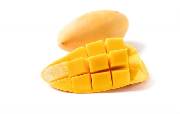 Wyśmienicie Obruszenia Dojrzały żółty Mango Z Zielonym Liściem Odizolowywającym Premium Zdjęcia