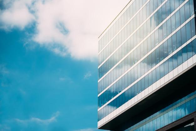 Wysoki Budynek W Centrum Miasta Premium Zdjęcia
