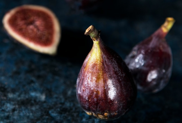 Wysoki Kąt Kilku Jesiennych Fig Premium Zdjęcia