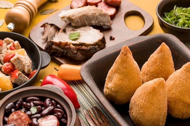 Wysoki Kąt Smaczne Brazylijskie Jedzenie Darmowe Zdjęcia
