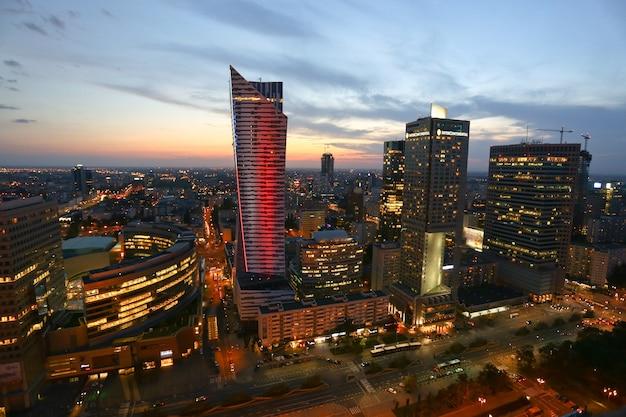 Wysoki Kąt Strzału Warszawy W Polsce Podczas Zachodu Słońca Darmowe Zdjęcia