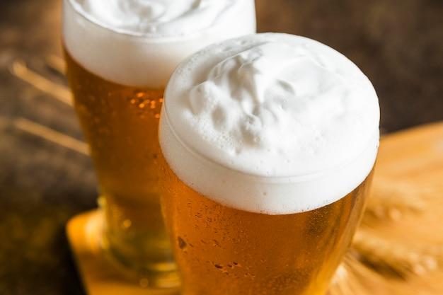Wysoki Kąt Szklanek Piwa Darmowe Zdjęcia