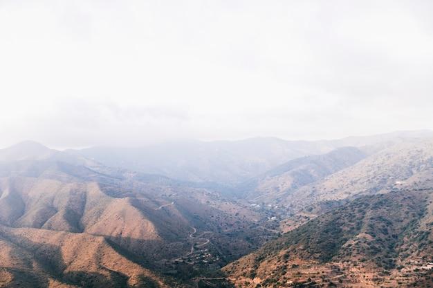 Wysoki kąt widzenia górskiej dolinie Darmowe Zdjęcia