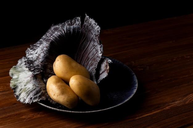 Wysoki Kąt Ziemniaków Na Talerzu Darmowe Zdjęcia