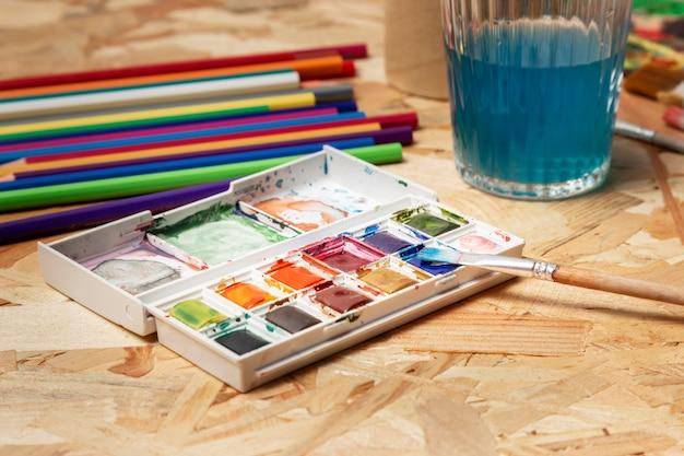Wysokiej Jakości Farby Akwarelowe I Ołówki Darmowe Zdjęcia