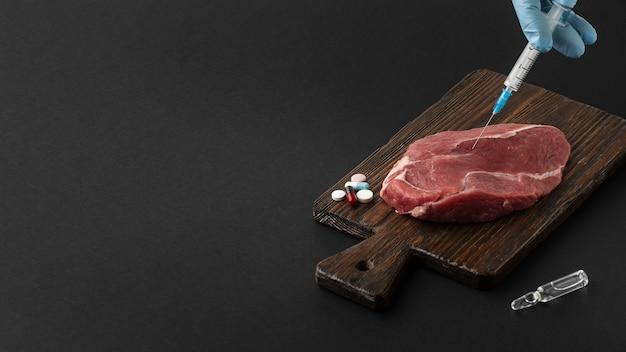 Wysoko Widoczne Mięso I Strzykawka Darmowe Zdjęcia