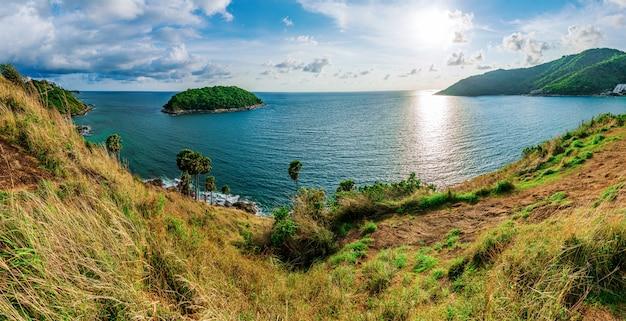 Wyspy Panorama I Morze Zmierzch Z Kolorowym Niebo W świetle Słonecznym Premium Zdjęcia