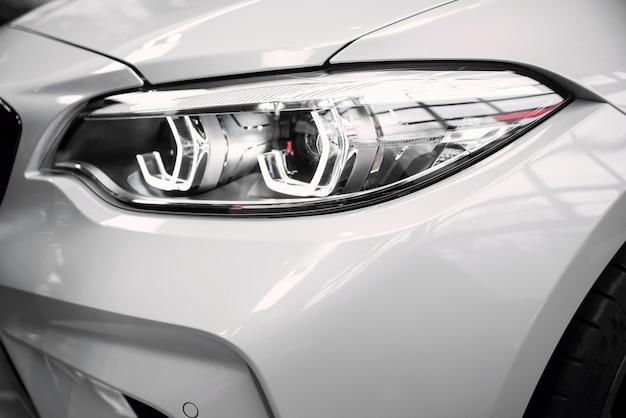 Wystawa Nowych Modeli Samochodów W Bmw Welt. Premium Zdjęcia