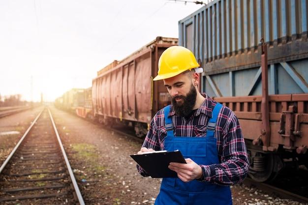 Wysyłanie Kontenerów Towarowych Transportem Kolejowym Darmowe Zdjęcia