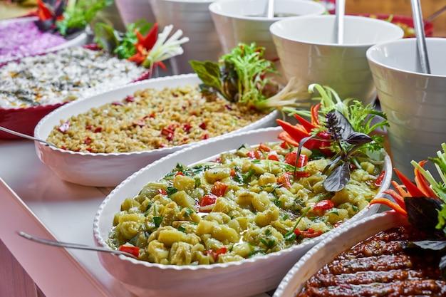 Wyżywienie w formie bufetu w luksusowej restauracji Premium Zdjęcia