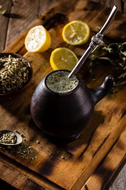 Yerba mate - latynoamerykańska herbata ziołowa z gorącym napojem Premium Zdjęcia