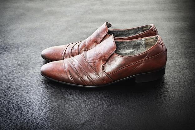 Z Drugiej Ręki Modne Męskie Buty Skórzane Klasyczne Premium Zdjęcia