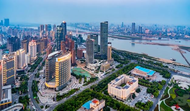 Z Widokiem Na Nocny Widok Nanchang, Prowincja Jiangxi Premium Zdjęcia