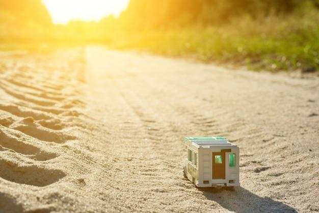 Zabawka Retro Karawana - Symbol Rodzinnych Wakacji Premium Zdjęcia