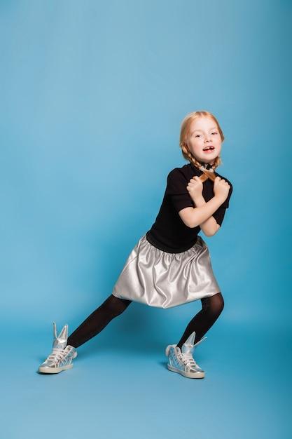 Zabawna mała dziewczynka Premium Zdjęcia