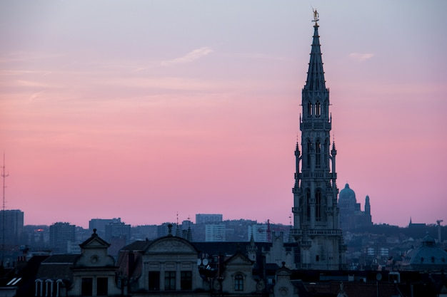 Zachód słońca w brukseli, belgia Premium Zdjęcia