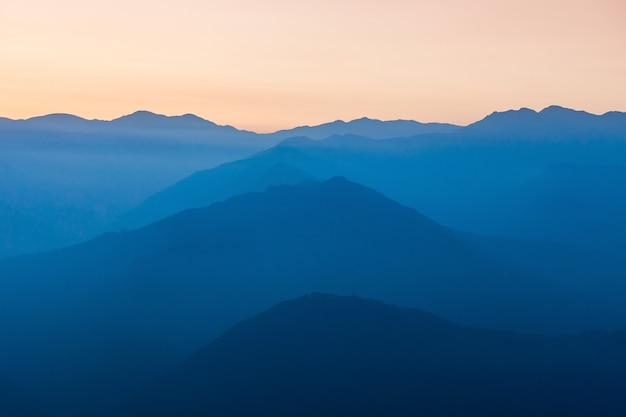 Zachód Słońca W Himalajach Premium Zdjęcia