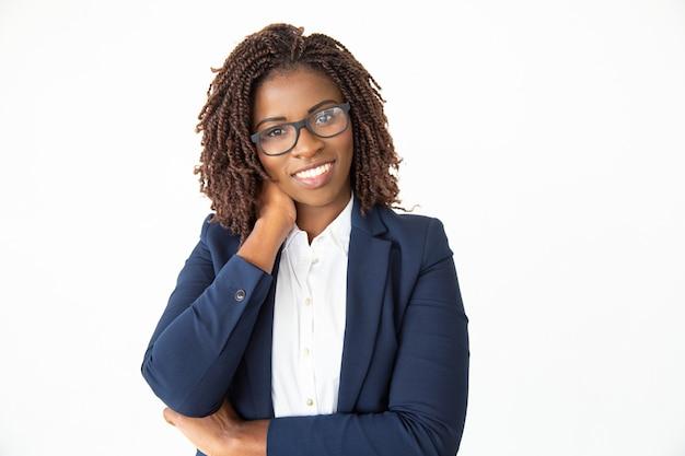 Zadowolony Młody Bizneswoman W Eyeglasses Darmowe Zdjęcia
