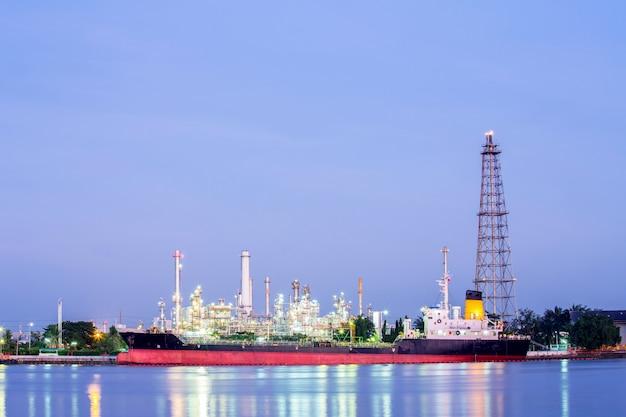 Zakład Rafinerii Ropy Naftowej Premium Zdjęcia