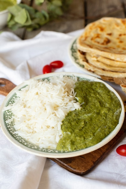 Zakończenia Indyjski Jedzenie Z Ryżem I Pita Darmowe Zdjęcia