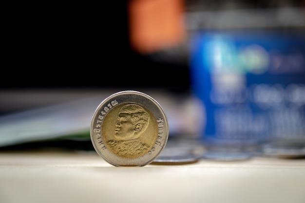 Zakończenie 10 Bahtów Moneta, Tajlandzkiego Bahta Ostrość Premium Zdjęcia