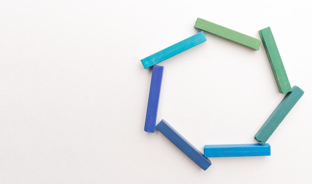 Zakończenie Kolorowy Pisze Kredą W Geometrycznym Składzie Up Darmowe Zdjęcia