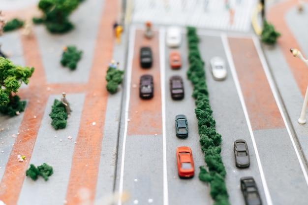 Zakończenie Mały Samochodu Up Modeluje Na Drodze, Ruchu Drogowego Poczęcie. Darmowe Zdjęcia