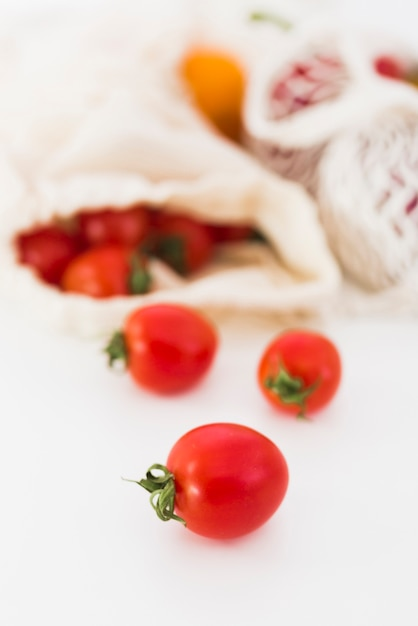 Zakończenie Organicznie Pomidory Na Stole Darmowe Zdjęcia