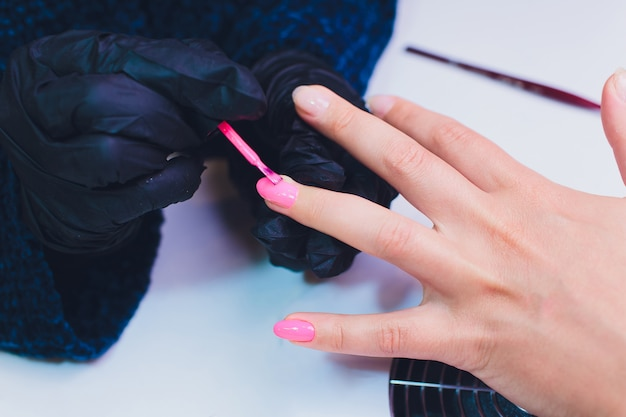 Zakończenie Proces France Manicure Up Przy Piękno Salonem. Premium Zdjęcia