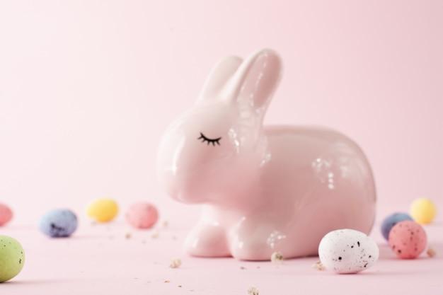Zakończenie śliczny Tradycyjny Easter Królik Darmowe Zdjęcia
