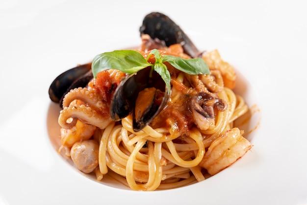 Zakończenie Widok Wyśmienicie Spaghetti Z Dennym Jedzeniem Darmowe Zdjęcia
