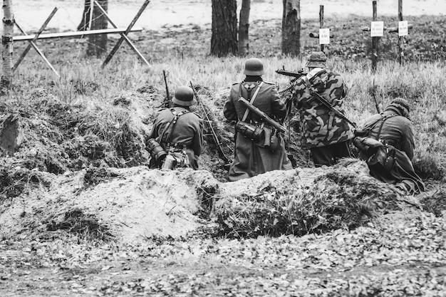 Załoga Karabinów Maszynowych żołnierze Wehrmachtu, Niemcy Premium Zdjęcia