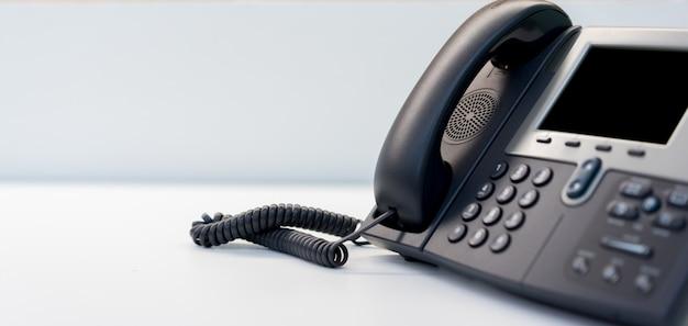 Zamknąć telefon stacjonarny w biurze koncepcji Premium Zdjęcia