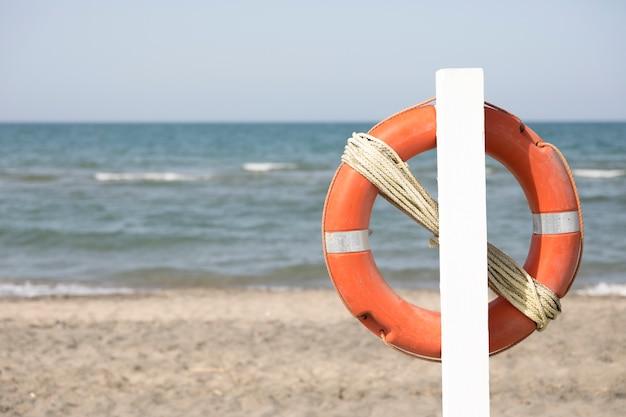 Zamknij Się Koło Ratunkowe Na Plaży Darmowe Zdjęcia