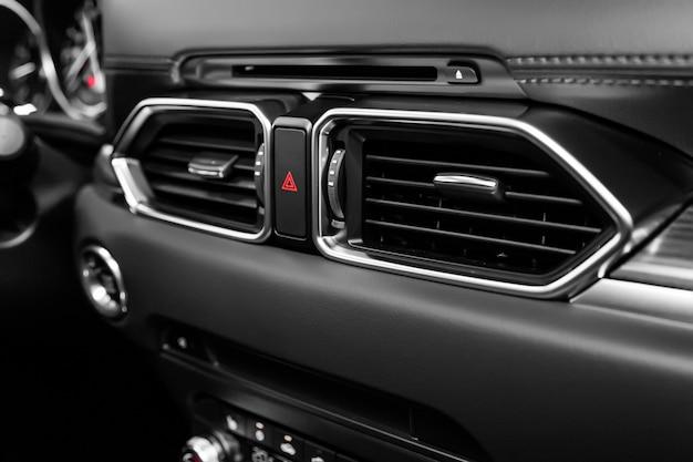 Zamknij System Wentylacji Samochodu I Klimatyzację, Szczegóły I Elementy Sterowania Nowoczesnego Samochodu. Premium Zdjęcia