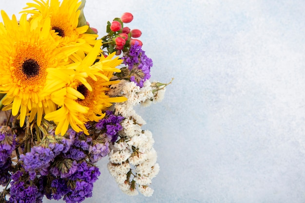 Zamknij Widok Kwiatów Na Białej Powierzchni Darmowe Zdjęcia