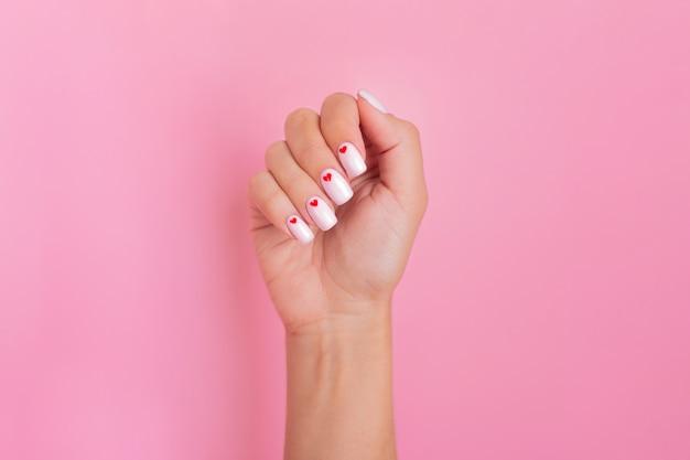 Zamknij Widok Pięknej Kobiecej Dłoni Z Paznokci Manicure Mody Premium Zdjęcia