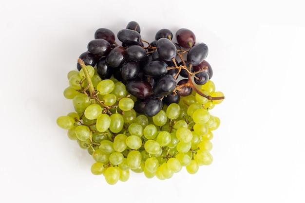 Zamknij Widok Z Góry świeże Soczyste Winogrona łagodny I Ed Na Białym Tle Darmowe Zdjęcia