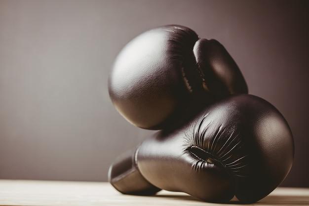 Zamyka up czarne bokserskie rękawiczki Premium Zdjęcia