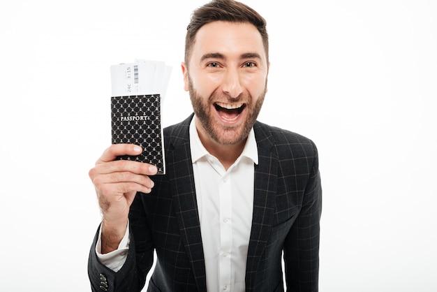 Zamyka W Górę Portreta Szczęśliwy Podekscytowany Mężczyzna Darmowe Zdjęcia