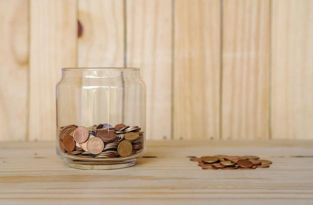 Zaoszczędź pieniądze i konto bankowe dla koncepcji biznesowej finansów Premium Zdjęcia